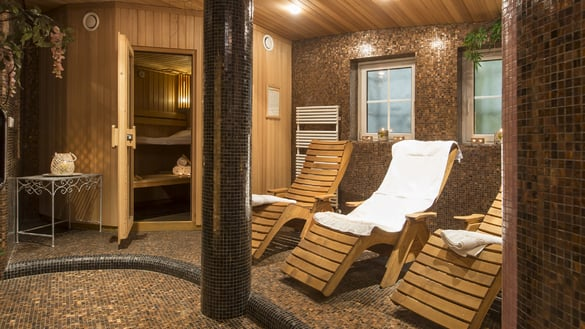 Relaxation area/solarium/infrared shower